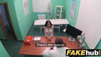 Hija viciosa se masturba viendo a sus padres follar