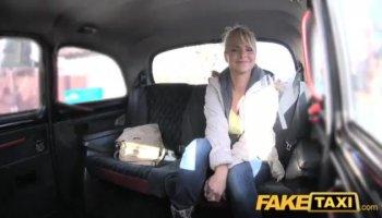 Masturba a su hermano, ¡fetichista de pies pervertido!