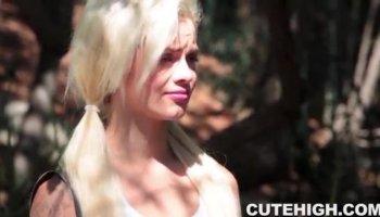 Megan Stanley veut obtenir profondément fait pilonner par un pendu superstud