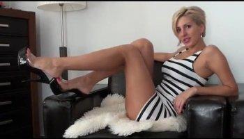 Salope MILF sexy Jennifer Dark avait beau fétiche sexe avec son Asiatique freak à la cuisine