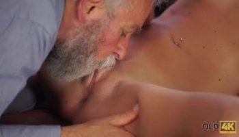 Tout simplement fabuleux gros seins Latina babe Anissa Kate obtient fourré missionnaire