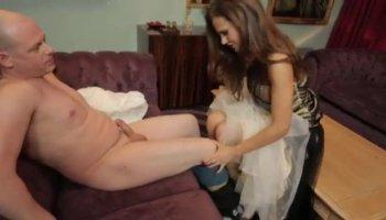 Alexia Sky va ragazza sulla ragazza e le dita se stessa mentre toying il suo amico