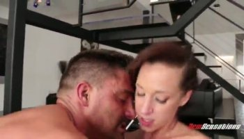 Hot Ava Dalush jizzed on top of her bush