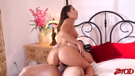 All natural gorgeous slut Clo turns hot relaxing massage of cock ride