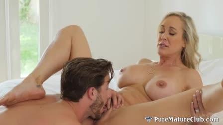 Caramel shemale with huge booty Birttany Foxx gets dicked